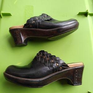 Women's Frye black leather slip on clog shoes 9